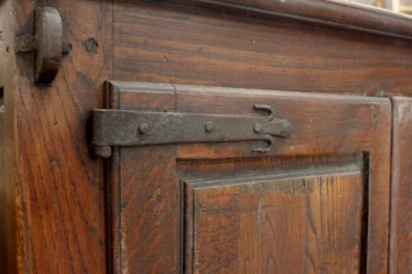 Stoere oude robuuste eikenhouten kast tv meubel kasteelkast