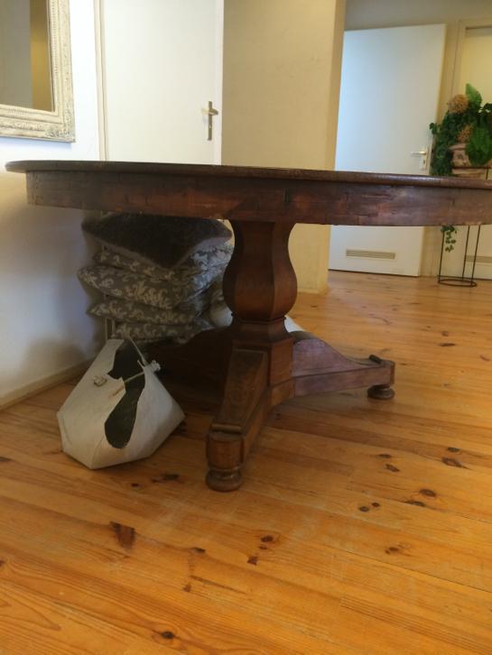 Mooie ronde tafel met bolpoot doorsnee 1 40 mahonie hout   huntingad com